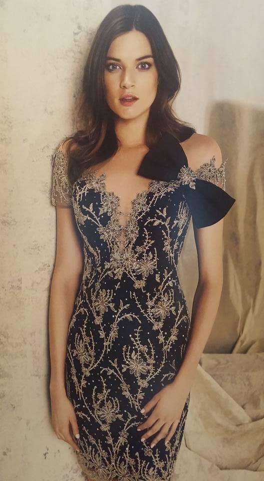 robe libanaise bleue marine avec motifs