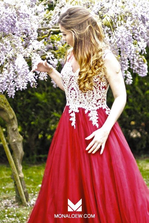 Robe de princesse rouge pour mariage ou fiançailles oriental rouge et perles beiges spécial henna marocain tunisien musulman